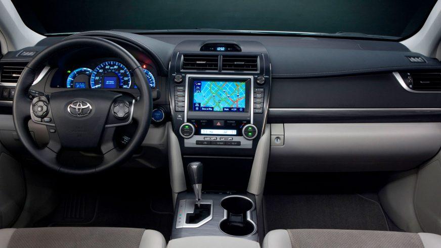 2011 год - Toyota Camry Hybrid (XV50)