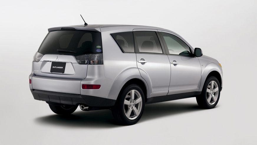 2005 год — Mitsubishi Outlander XL