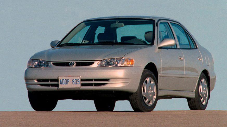 1999 год — Toyota Corolla восьмого поколения (рестайлинг)