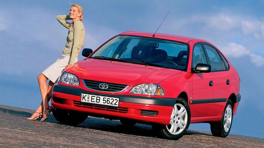 2000: Toyota Avensis первого поколения после рестайлинга