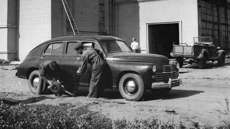 1948 год — прототип ЗИМ-12 на базе ГАЗ М-20 (удлинённый)