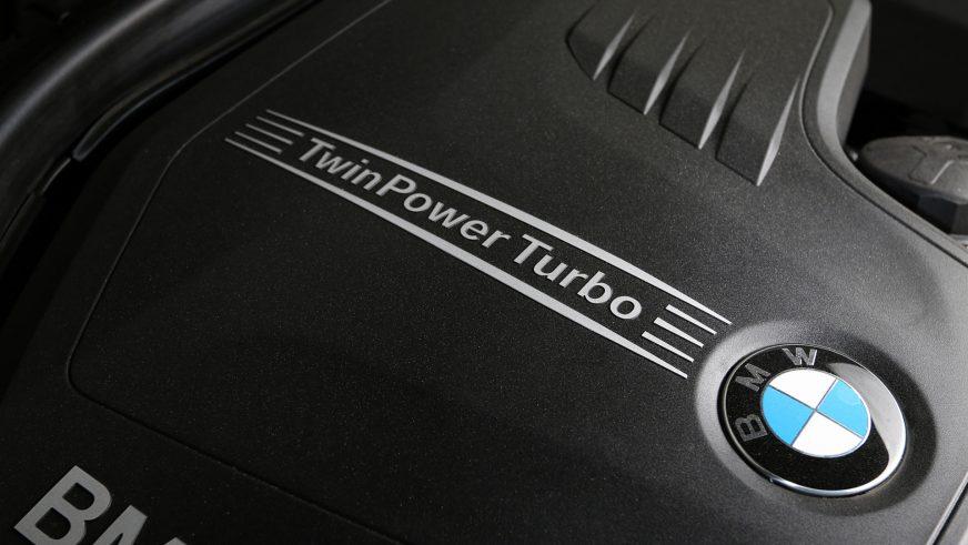 BMW 320xi - 2014 - двигатель