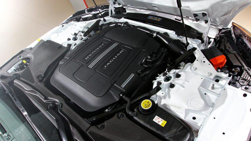 Jaguar F-Type S - 2013 - двигатель