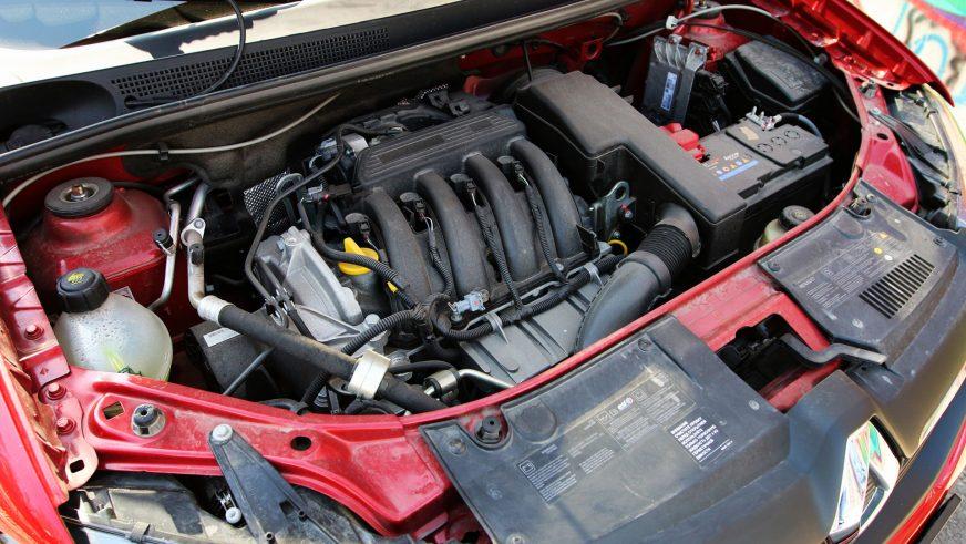 Renault Sandero - 2015 - двигатель