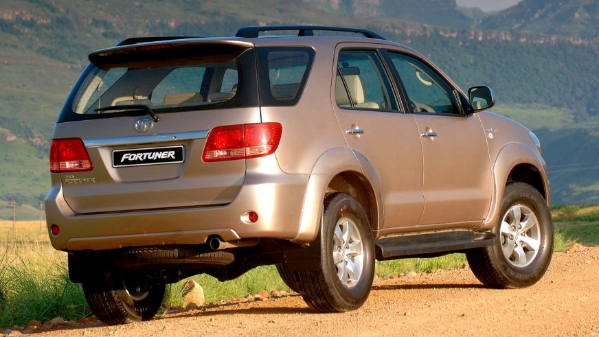 2005 год — Toyota Fortuner первого поколения