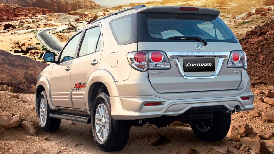 2011 год — Toyota Fortuner первого поколения (рестайлинг)