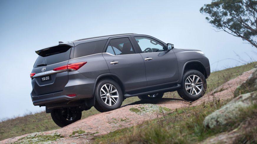 2015 год — Toyota Fortuner второго поколения