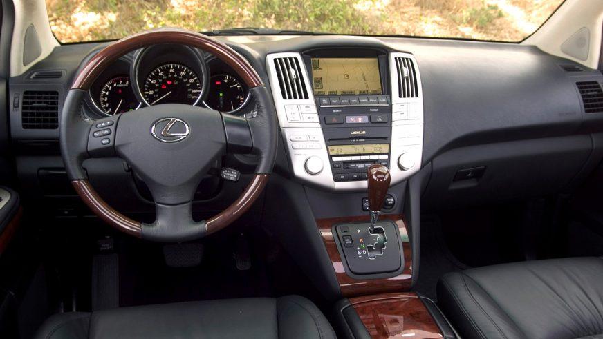 2003 год — Lexus RX (XU30) второго поколения