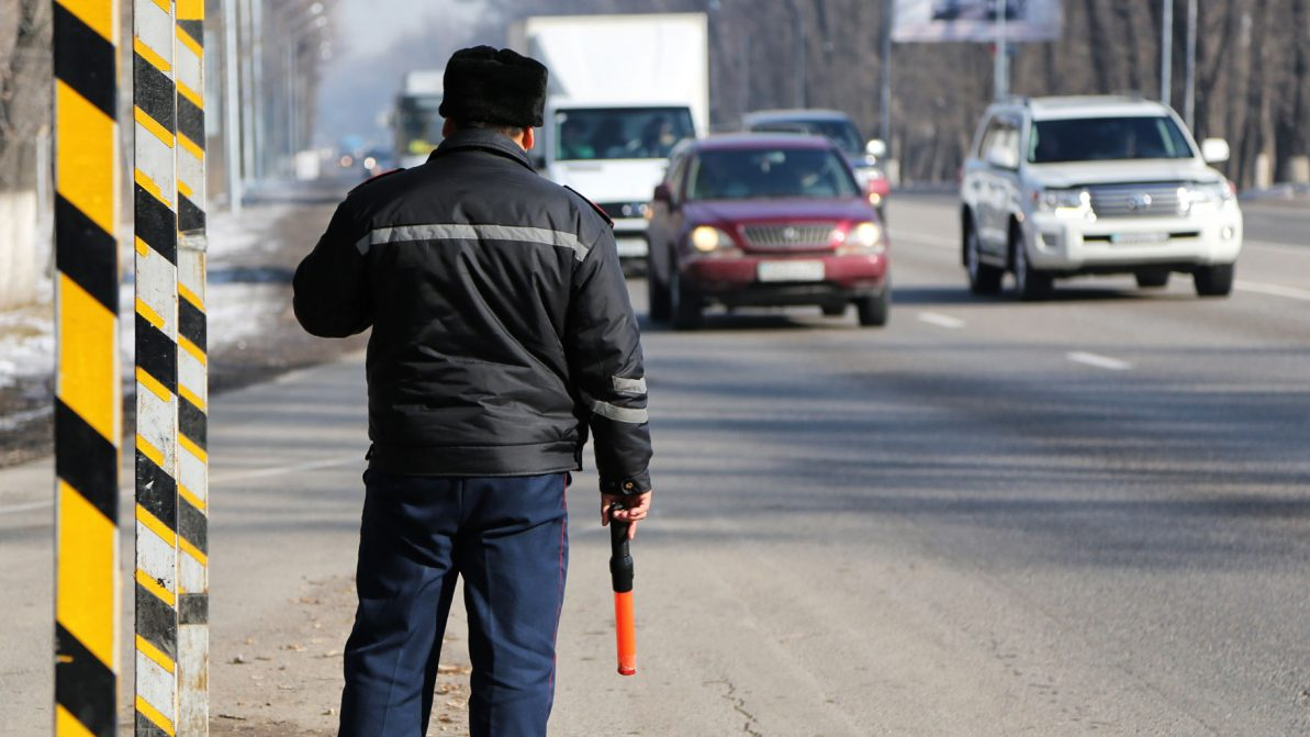 Разводы при проверке выхлопа бензиновых автомобилей