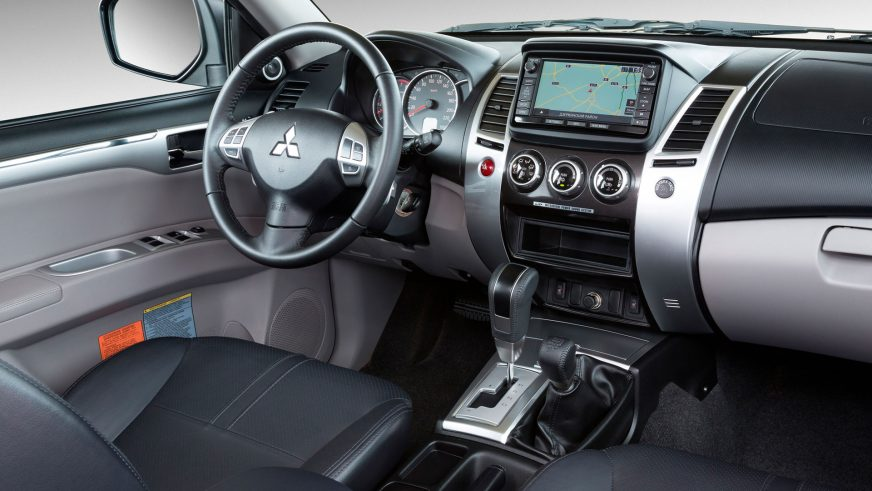 2013 год — Mitsubishi Pajero Sport второго поколения