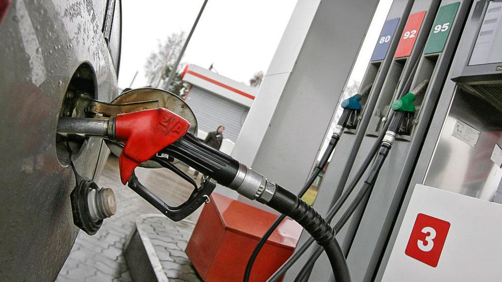 Почти на 4 тенге выросли цены на топливо в сентябре