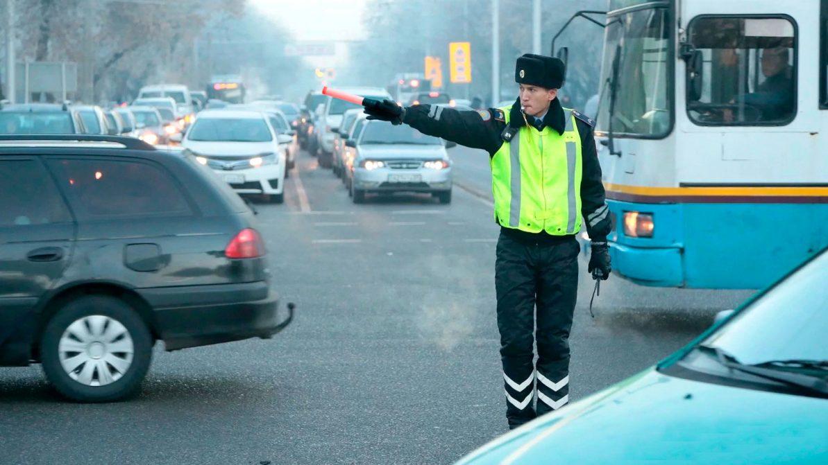 Водители голосуют за возврат жезлов полицейским