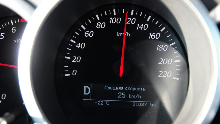 Спидометр - 115 км/ч