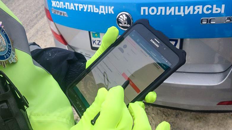 Штрафы в Астане и Таразе оформляют только на планшетах