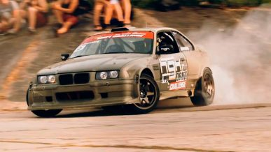 Кевларовая BMW M3 раздала угла на набережной в Риге