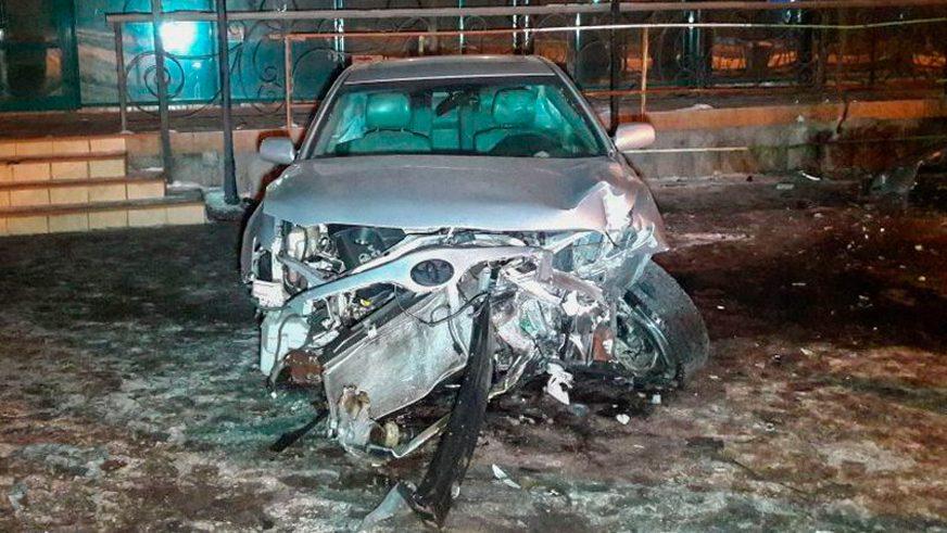 Ещё одна Toyota Camry влетела в «Целинный» в Алматы