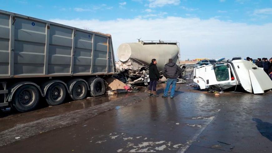 Кабину цементовоза разорвало на части под Алматы