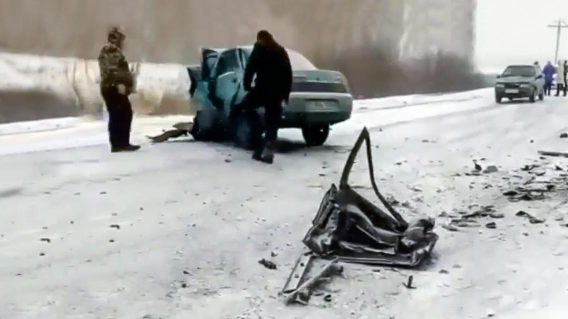 ВАЗ-2110 разнесло на части, 4 человека погибли