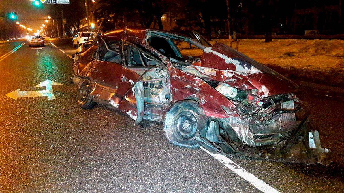 В Алматы столкнулись Toyota и BMW. Водитель X6 скрылся