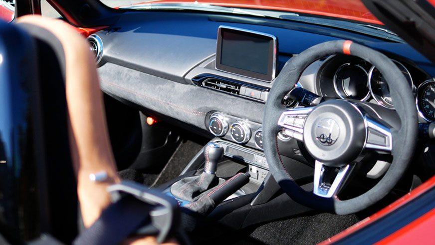 Японцы превратили Mazda MX-5 в классический родстер