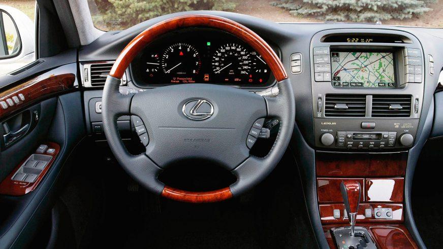 2003 год. Lexus LS 3-го поколения после рестайлинга (XF30)