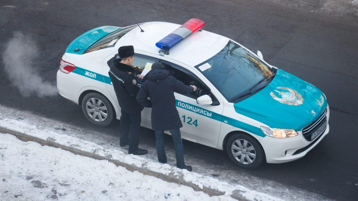 В Алматы не любят пристёгиваться, а в области – включать фары