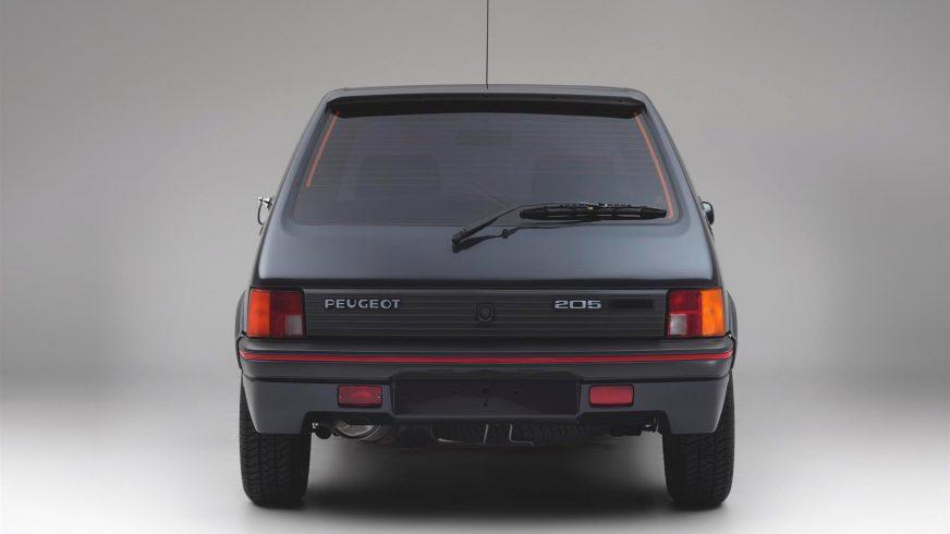 В продаже появился бронированный хот-хэтч Peugeot 205 GTI