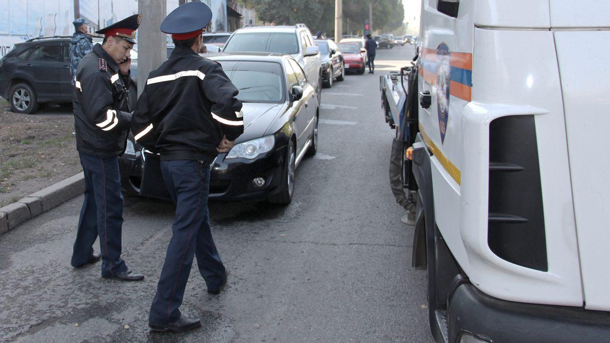 В Алматы началась отработка по нарушителям правил парковки