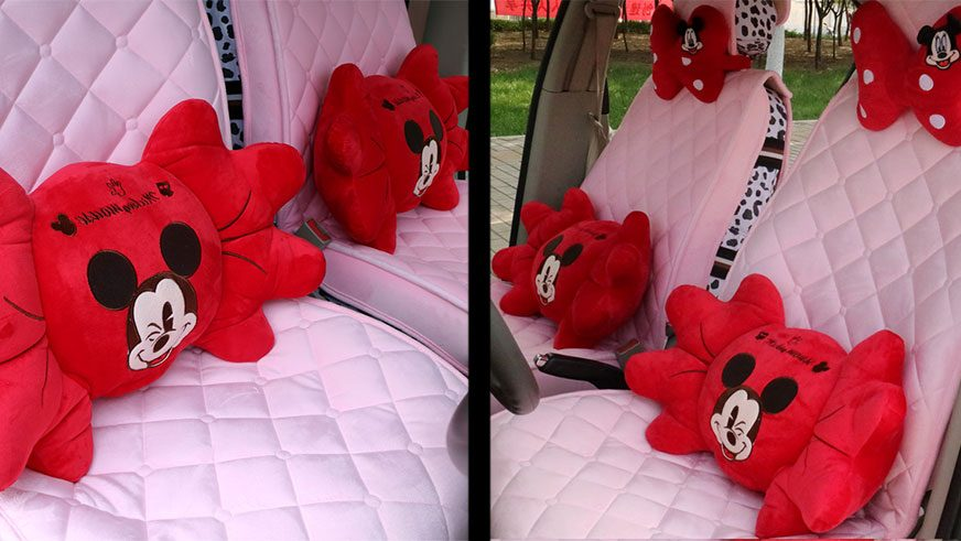 Розовые накидки и красные банты