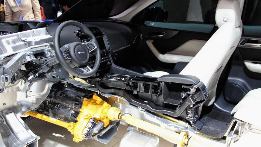 Jaguar F-Pace - 2016 - трансмиссия