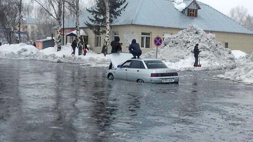 В Восточном Казахстане под водой дороги и населённые пункты