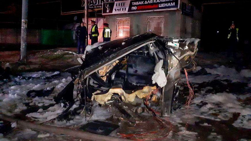 BMW разорвало на части в Шымкенте