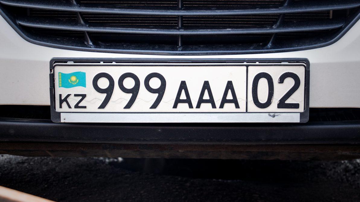 Казахстанцы кинулись скупать красивые номера