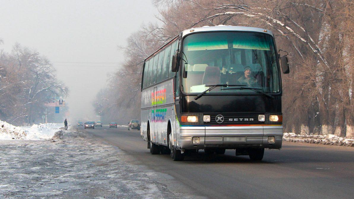 Автобусы в Казахстане продолжают греть паяльными лампами