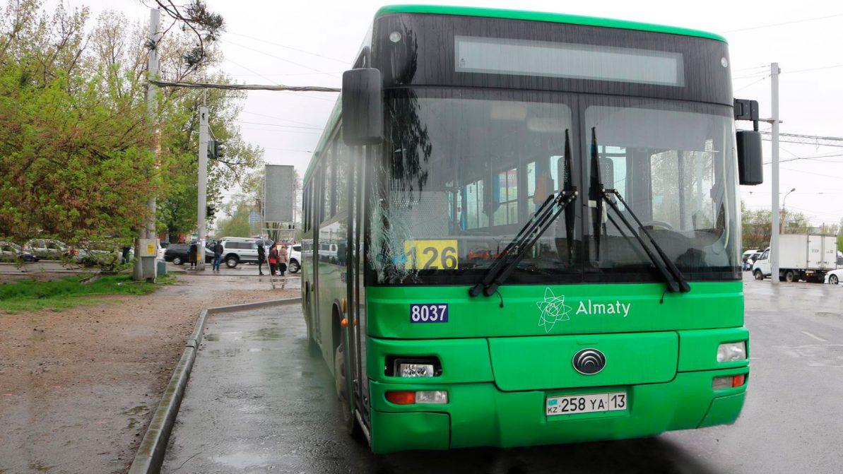 Автобус в Алматы насмерть сбил пешехода