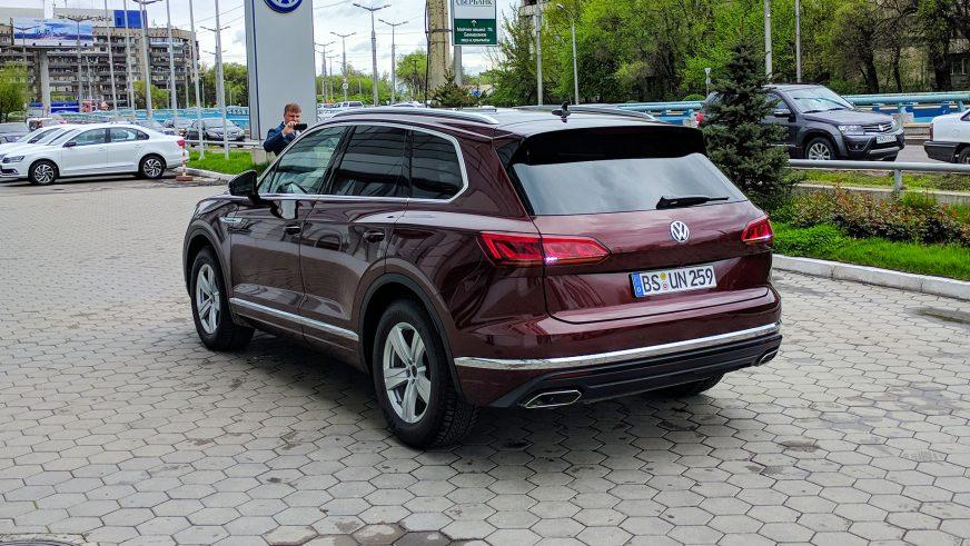 Новый Volkswagen Touareg в Алматы проездом и без камуфляжа