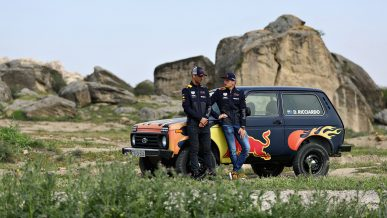 Гонщиков Формулы-1 посадили заруль LADA4×4