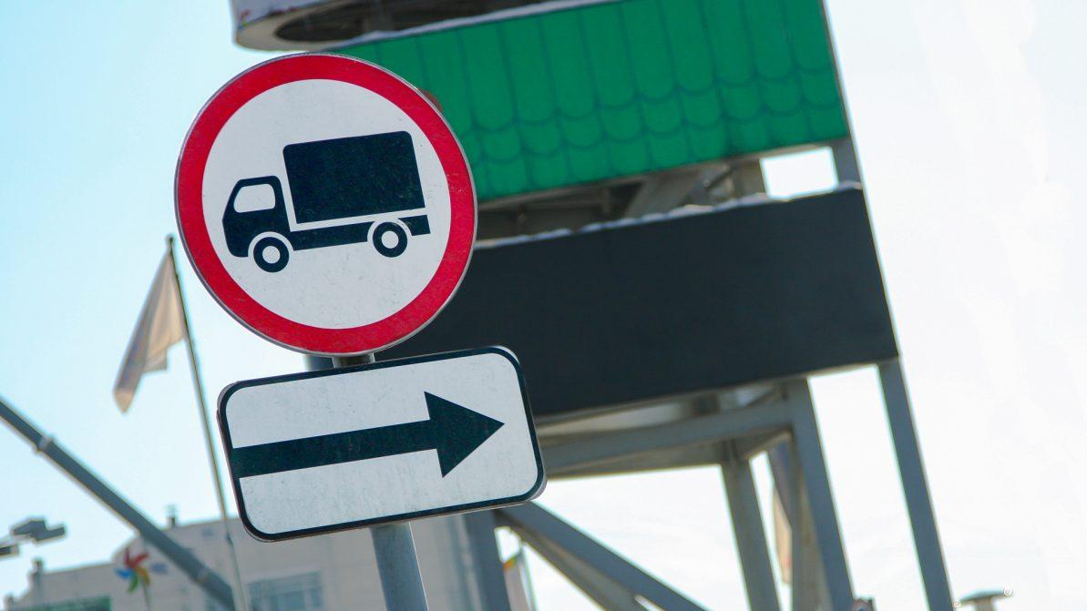 В Астане вновь ограничат движение грузовиков в часы пик