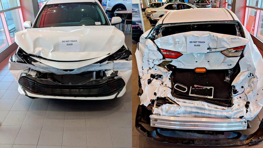 Разбитую Toyota Camry XV70 выставили в автосалоне