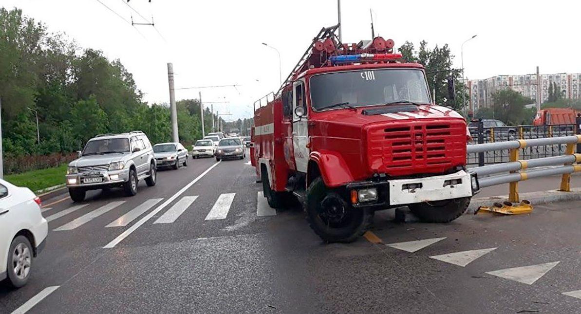 Пожарный автомобиль сбил женщину в Алматы