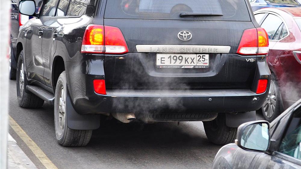 Скоростемеры начали штрафовать машины с российскими номерами
