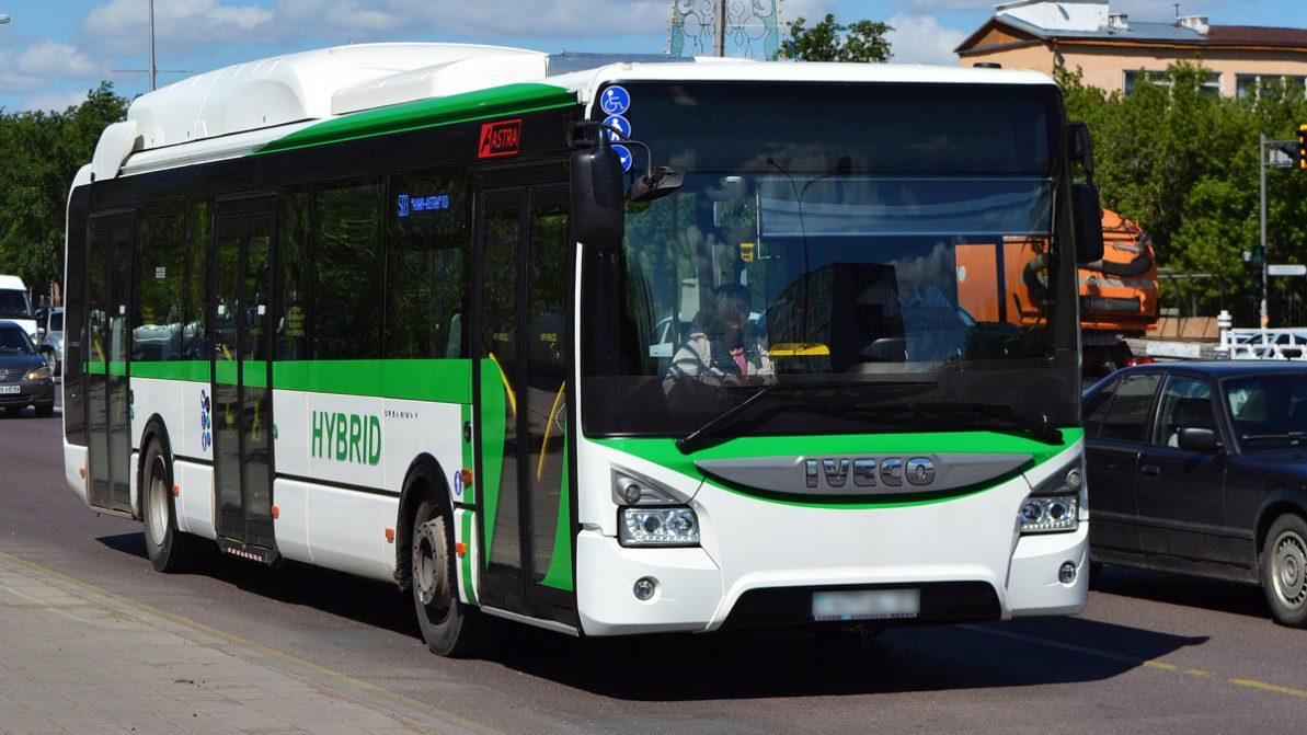 Автобус ехал по Астане без руля