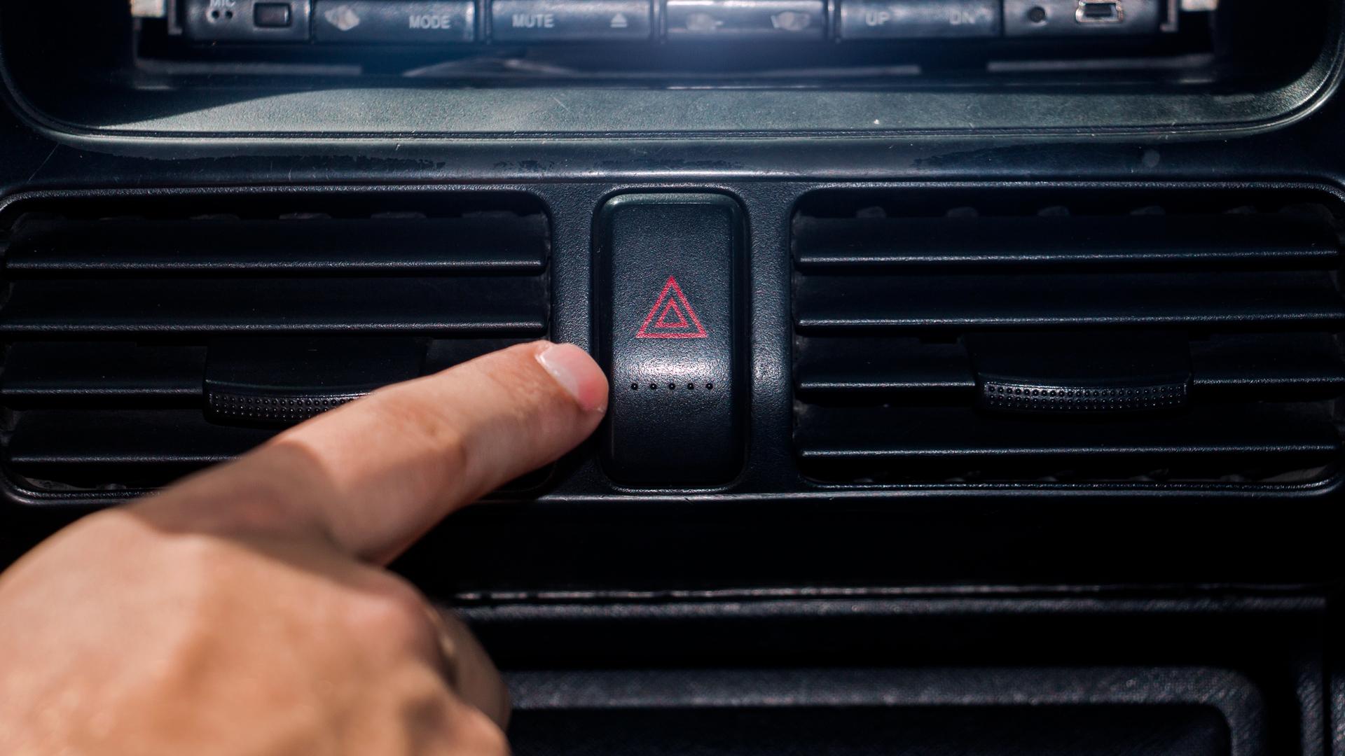 Что значит, если водителю показали фигу? Язык жестов на дороге