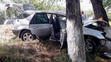 Шестеро пострадали в столкновении BMW и Lexus на трассе