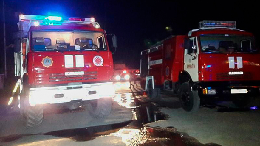 В Алматы минувшей ночью горел автовокзал «Саяхат»
