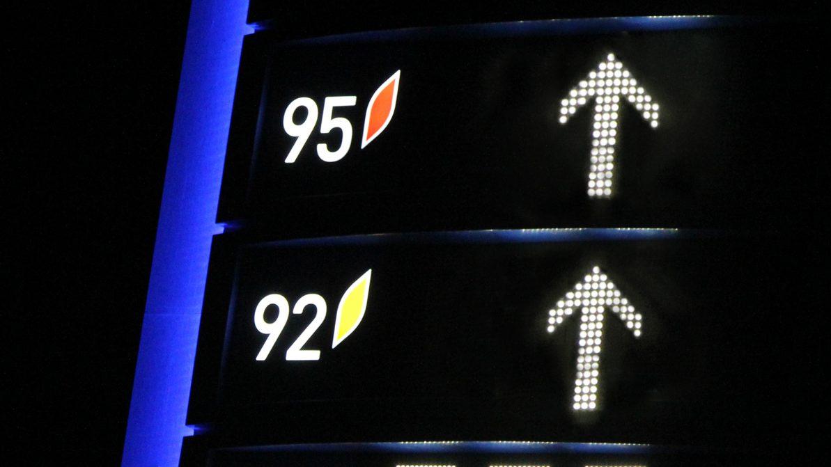 Акцизы на импортный бензин планируют поднять в 2.5 раза