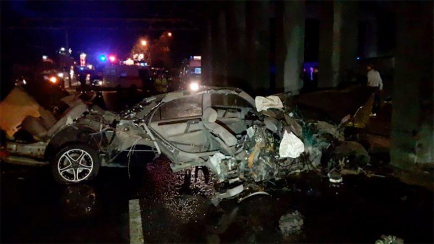 Toyota Crown Majesta разорвало на части в Алматы