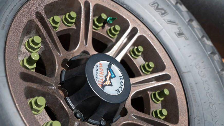 Wrangler превратили в 6-колёсного монстра с 480-сильным V8