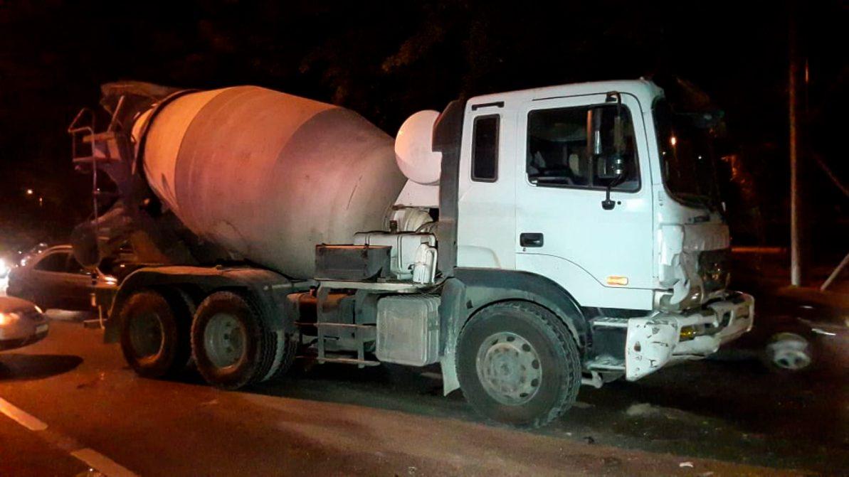Массовое ДТП с бетономешалкой произошло в Алматы