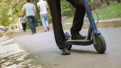 Ездить на электросамокатах по тротуарам запрещено